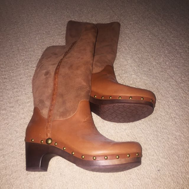 UGG BOOTS AUTHENTIC SIZE 10