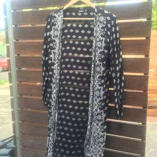 BLACK AND WHITE PATTERN LONG LINE CARDI