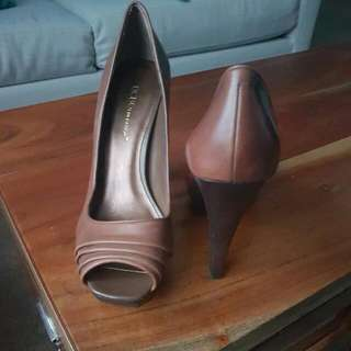 BCBG shoes. Size 7.5B