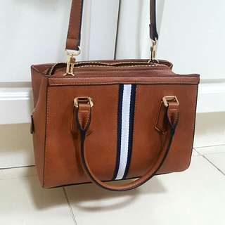 Medium-sized Tan Shoulder Bag