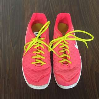 NIKE Training ORIGINAL size 7