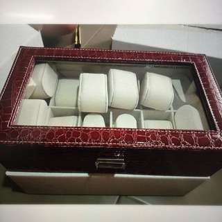box isi 12, red leather