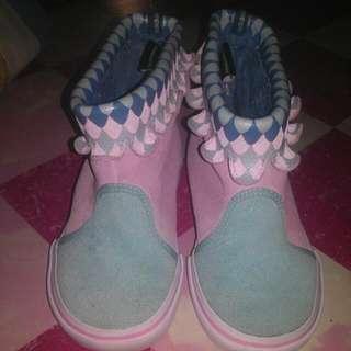 Adidas . winter bulk cowl boots