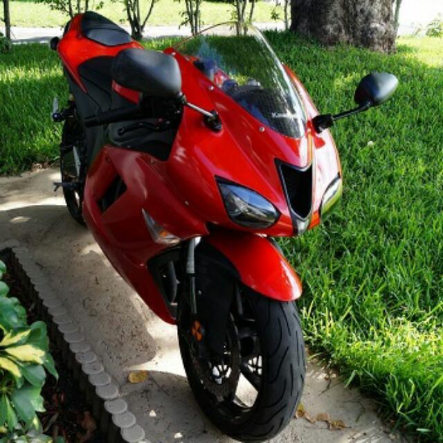 (2007 Kawasaki ZX6R motortcycle..))**