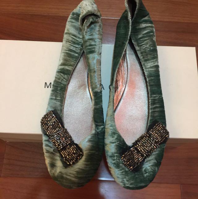 綠色絨娃娃鞋