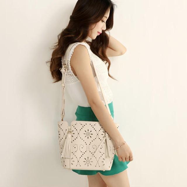 Axixi faux-leather purse bag white cream colour