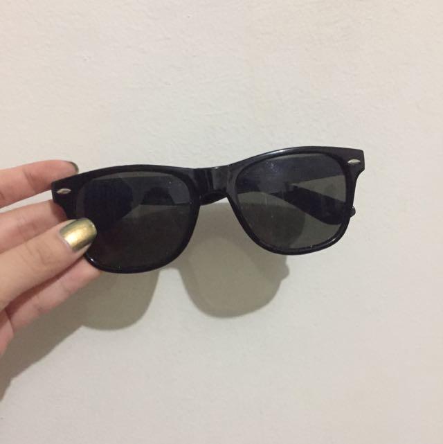 Kacamata hitam - No merk