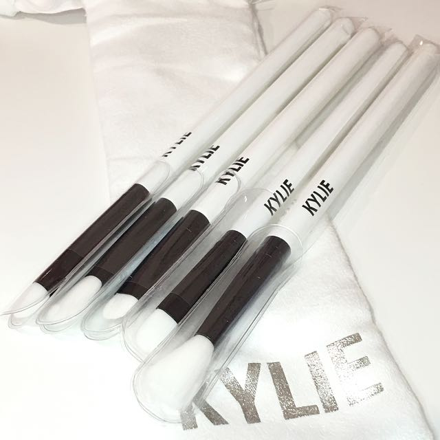 Kylie Holiday eye brushes