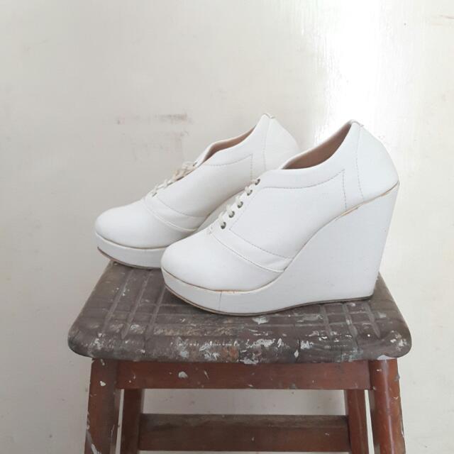 Plain White Wedges