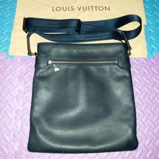 LV Men's Sasha Messenger Bag 信差袋深藍色 M32630