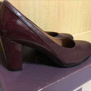 Clarks 酒紅粗踭鞋 Size 39