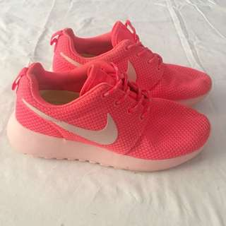 Nike Runners - Size 5.5 US