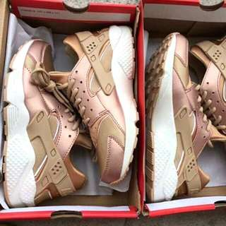 NIKE HUARACHE ROSE GOLD (LIMITED EDITION!)