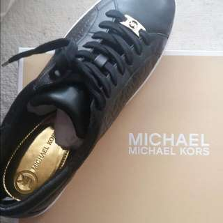 WTS NEED TO SELL FAST MICHAEL KORS COLBY SNEAKERS IN BLACK