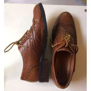 Shubar brown low cut boots