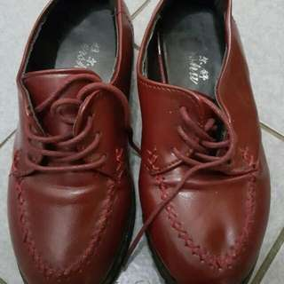 Oxford Shoes Warna Merah Maruh