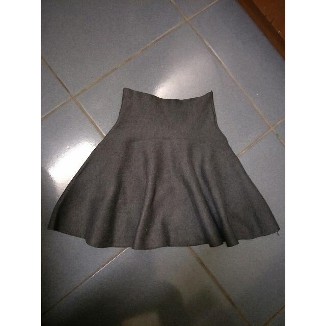高腰灰色裙