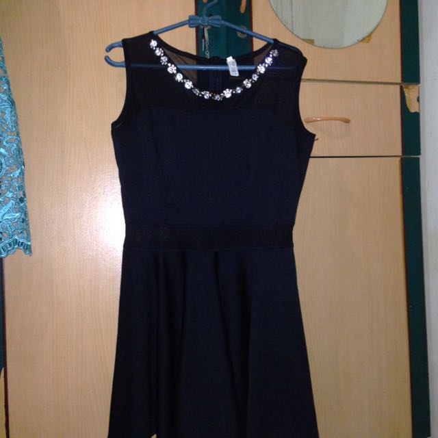 dres hitam