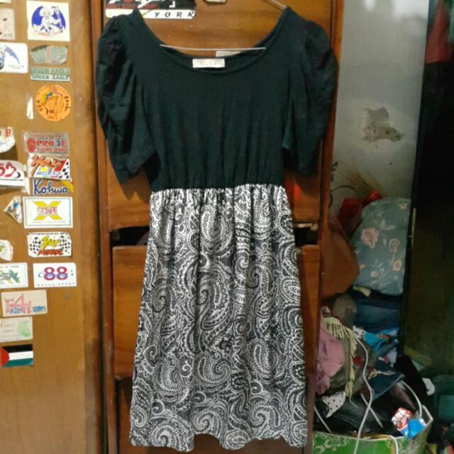 Dress Hitam Merk Nyla
