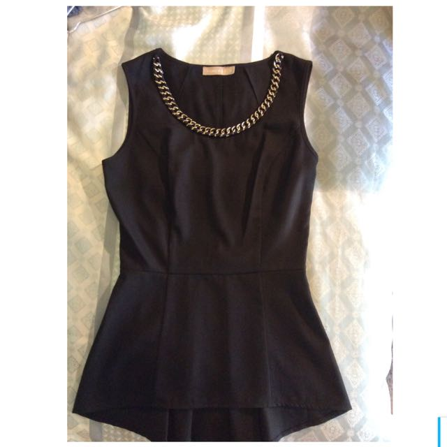 FORCAST 6 Black Top With Gold Chain