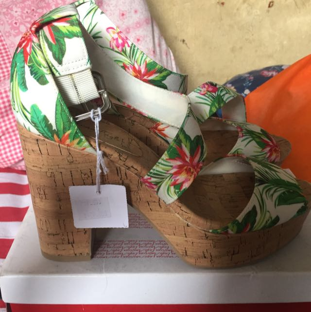 Payless Wedges