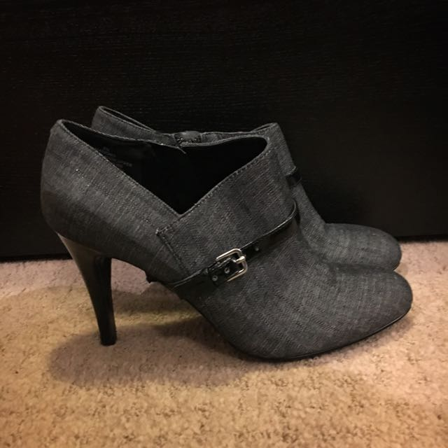 Size 6 Nine West Ankle Boots