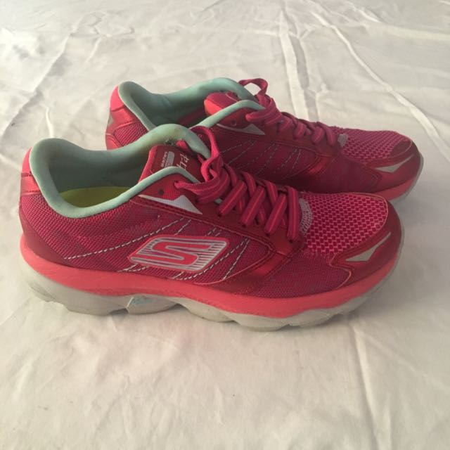 Skechers Go Run Ultra - Size 5