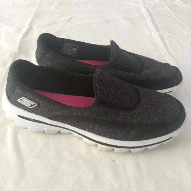 Skechers Go Walk 2 - Size 5