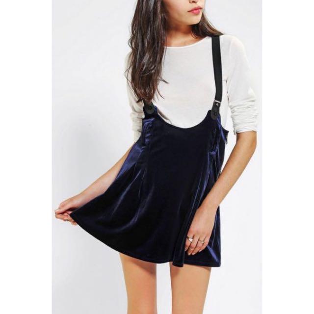 Unif 深藍絨布吊帶短裙