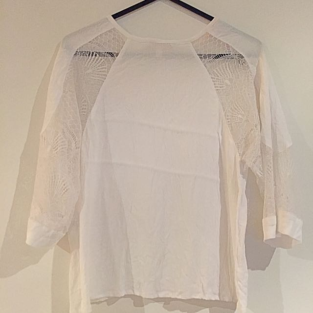 White top with lace detail  XS