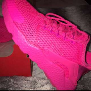 BRAND NEW Nike Hurache WMNS Size 7 Pink Berry