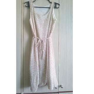 Sleeveless White floral Dress