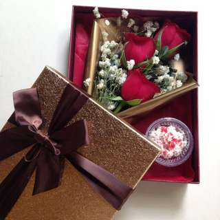 Flowers And Cupcakes In A Box