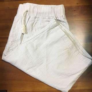 米白抽繩短褲