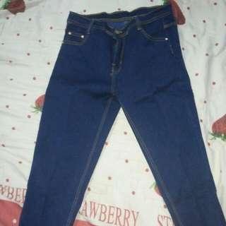 Jeans Biru Donker