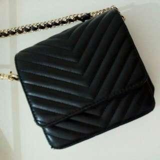 Black Sling Bag - Les Femmes
