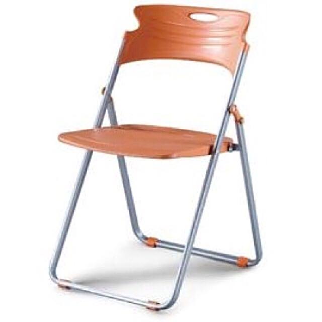 橘色九成新橋牌椅
