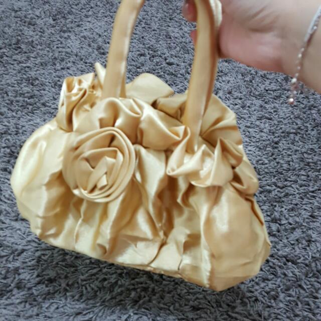 金色小提包