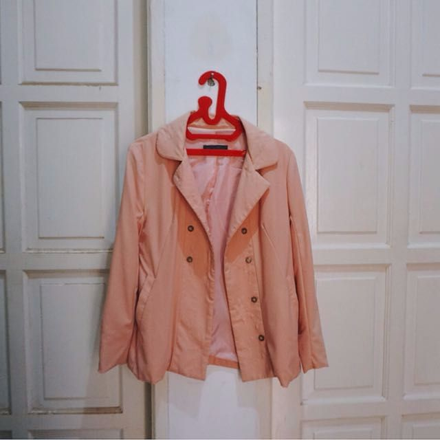 Blazer/Outer: Pale pink/peach