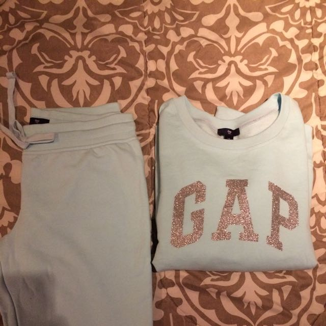 Gap Sweater And Pants