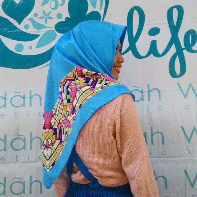 Hijab Satin Dove