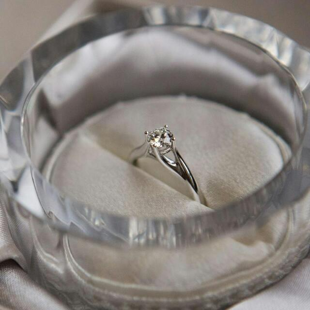 048f385208a3e Love And Co. Diamond Ring, Women's Fashion, Jewellery on Carousell