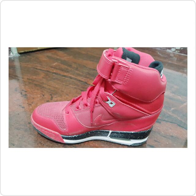 NIKE WMNS AIR REVOLUTION 90%NEW  SIZE 8 US ORIGINAL
