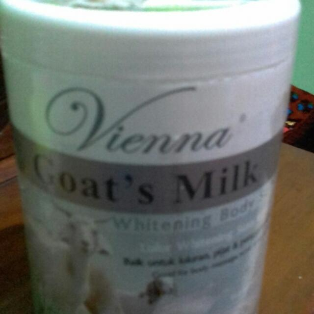 Whitening Body Scrub Goats Milk