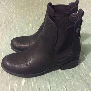 novo black boots size 5
