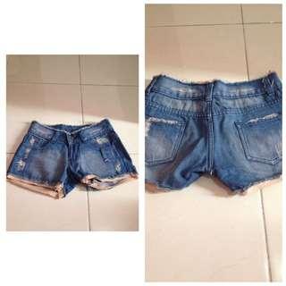 Celana Pendek Jeans Uk S