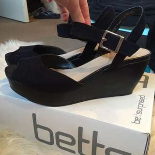 BETTS shoes Size 9