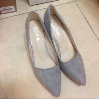 降價~🈹灰色尖頭低跟鞋(賣場商品買三送一)