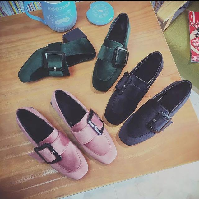 預購 方釦粗跟鞋