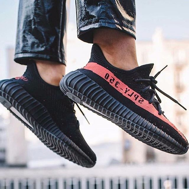 Adidas Yeezy Boost 350 V2 Black Friday, Olshop Fashion